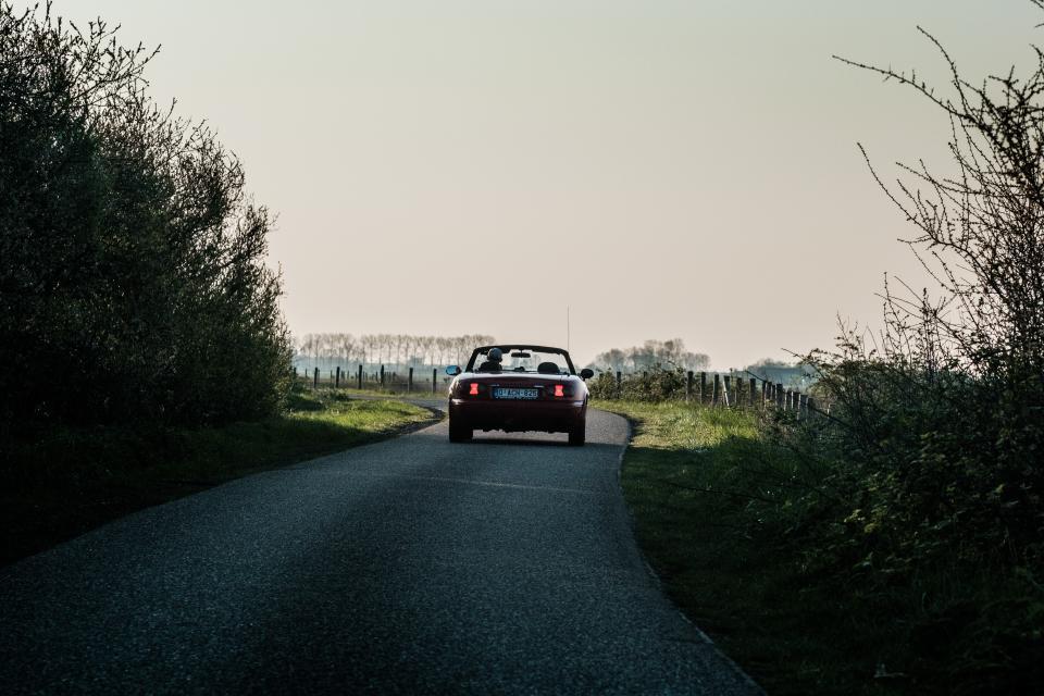 Mazda MX5 en BMW 2002 –© Bob Van Mol