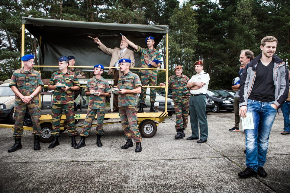 Army auction – © Bob Van Mol