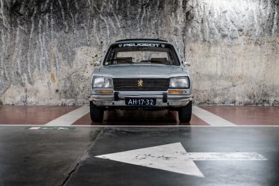 Peugeot 504 –© Bob Van Mol